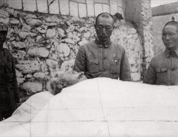 General Nie Rongzhen paying his respects after Bethune's death