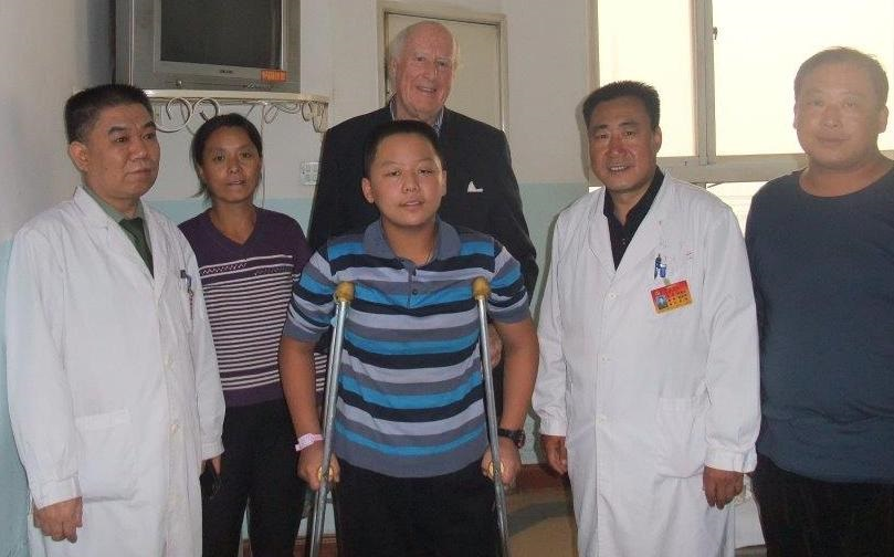 BBCA in China, Dr. Stewart with Zhen Yi, his parents and doctors